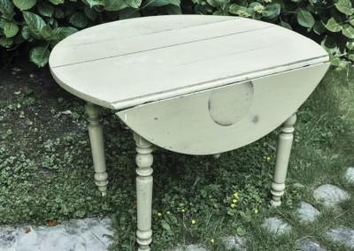 Grenier-LAtelier-des-Etoiles-20-Table